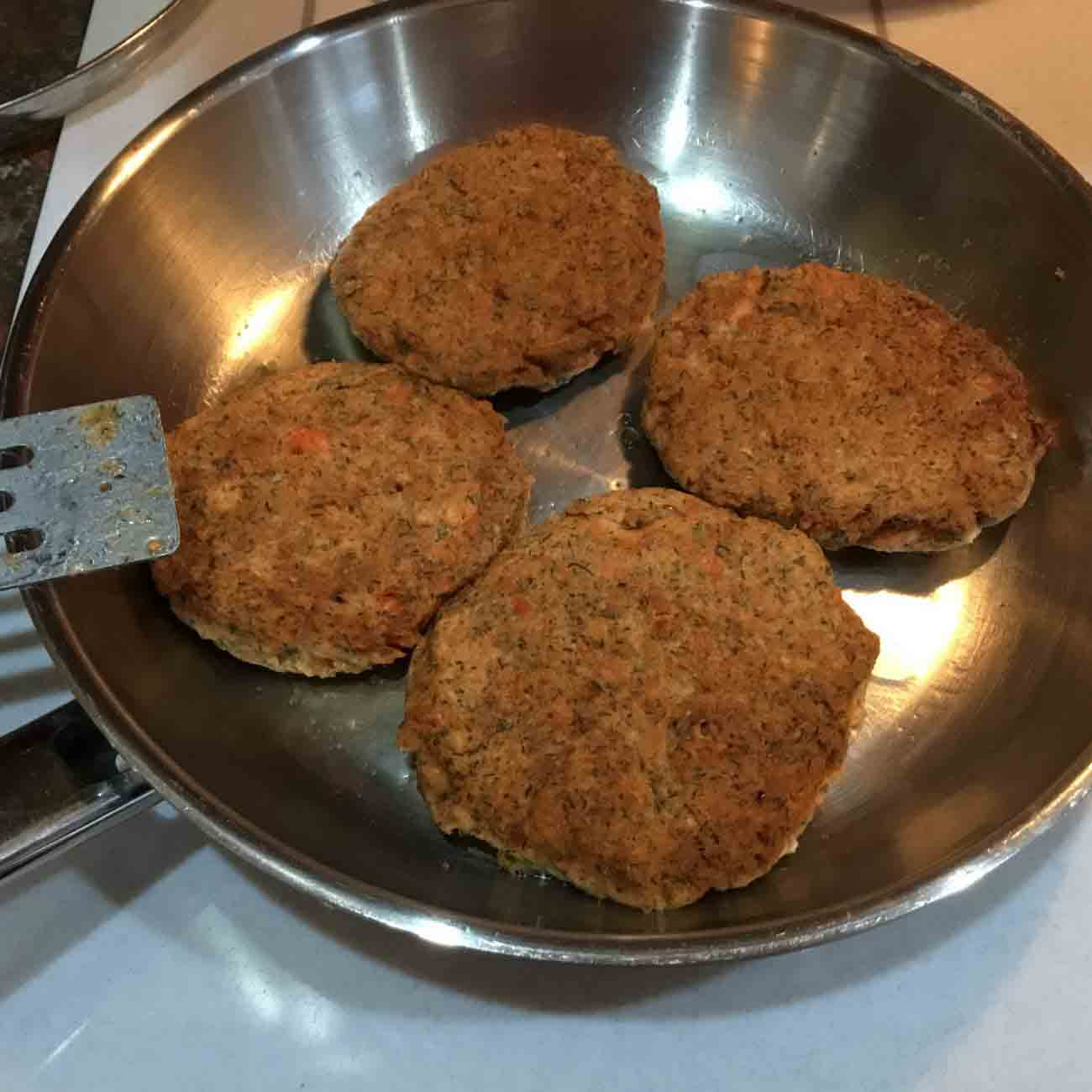 Low-Carb Salmon Patties with Fresh Dill Recipe